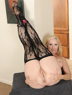 Hot Moms Spread Ass Porn Pictures