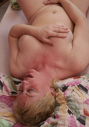 Hot Moms Masturbation Porn Pictures
