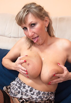 Hot Cum on Moms Face Porn Pictures