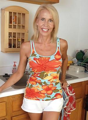 Hot Moms Kitchen Porn Pictures