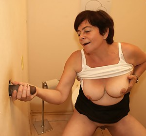 Hot Moms Gloryhole Porn Pictures