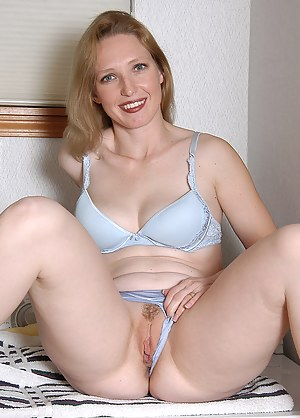 Hot Moms Spreading Porn Pictures