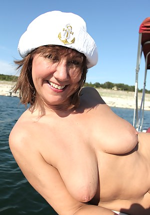 Hot Moms Boat Porn Pictures