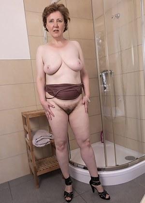 Hot Moms Shower Porn Pictures