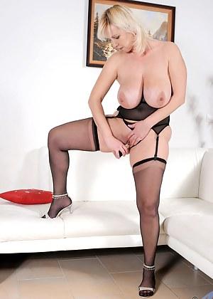 Hot Moms Masturbation Porn Pictures