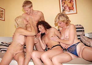 Hot Moms Reverse Gangbang Porn Pictures
