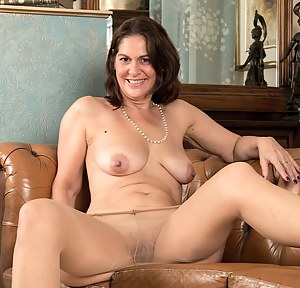 Hot Pantyhose Moms Porn Pictures