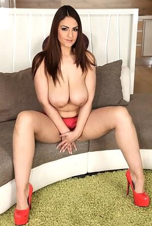 Hot Big Boobs Moms Porn Pictures