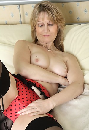 Hot Moms Bedroom Porn Pictures