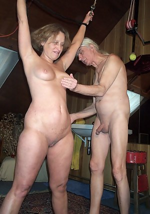 Hot Moms Spanking Porn Pictures