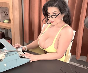 Hot Moms Secretary Porn Pictures