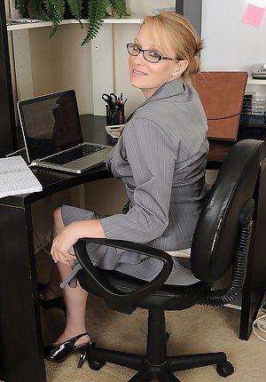 Hot Moms Boss Porn Pictures